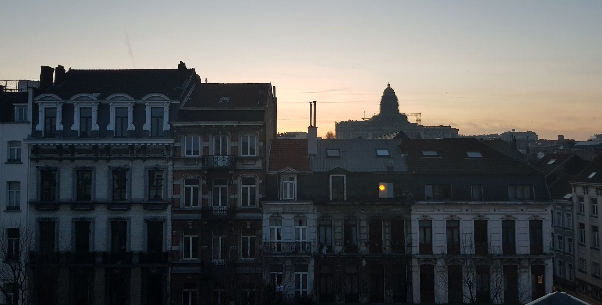 maarten greve caught moon at sunrise